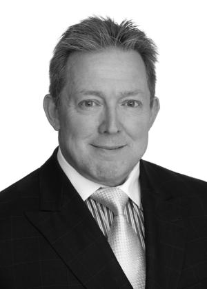 Björn Wallin    Björn Wallin har erfarenhet som VD, CFO, Mergers & Acquisitions-chef och styrelseuppdrag för flera svenska noterade tillväxtbolag.  Han har även varit Noteringschef och VD på Nordic Growth Market, och var styrelseledamot i GXG Markets, båda reglerade skandinaviska börser.  Björn har stor internationell erfarenhet som härrör från ledande positioner i flera företag med omfattande globala nätverk.  Han inbjöds också att verka som adjungerad medlem av Kollegiet för Svensk Bolagsstyrning, och har varit en återkommande talare i Sverige i ämnen som inkluderar, corparate governance,ägarstyrnings- och noteringsfrågor.