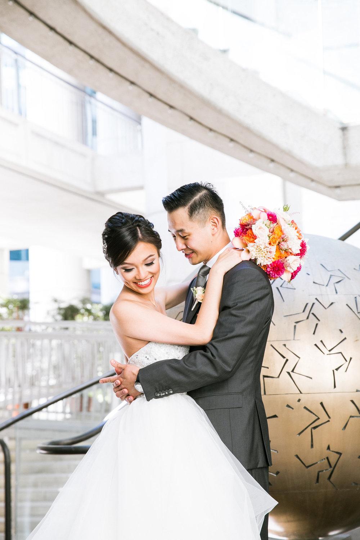 Trang trí tiệc cưới ngoài Việt Nam Hoa cầm tay