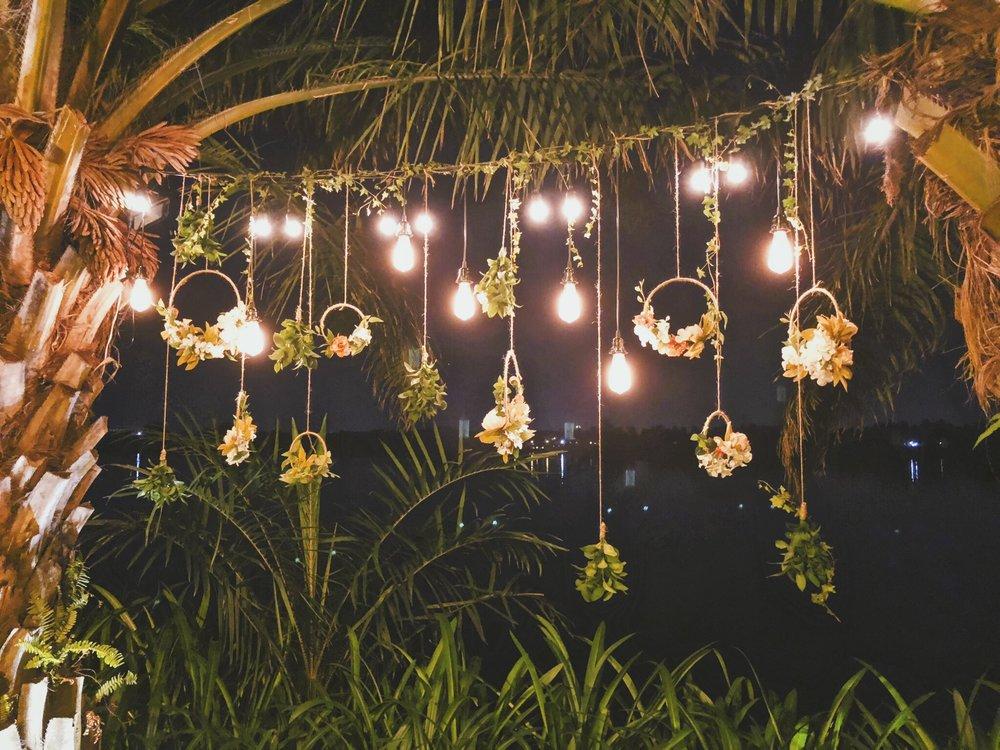 Trang trí tiệc cưới đèn treo