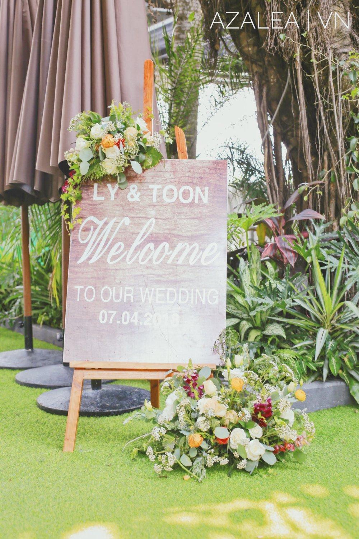 Trang trí tiệc cưới bàn Welcome