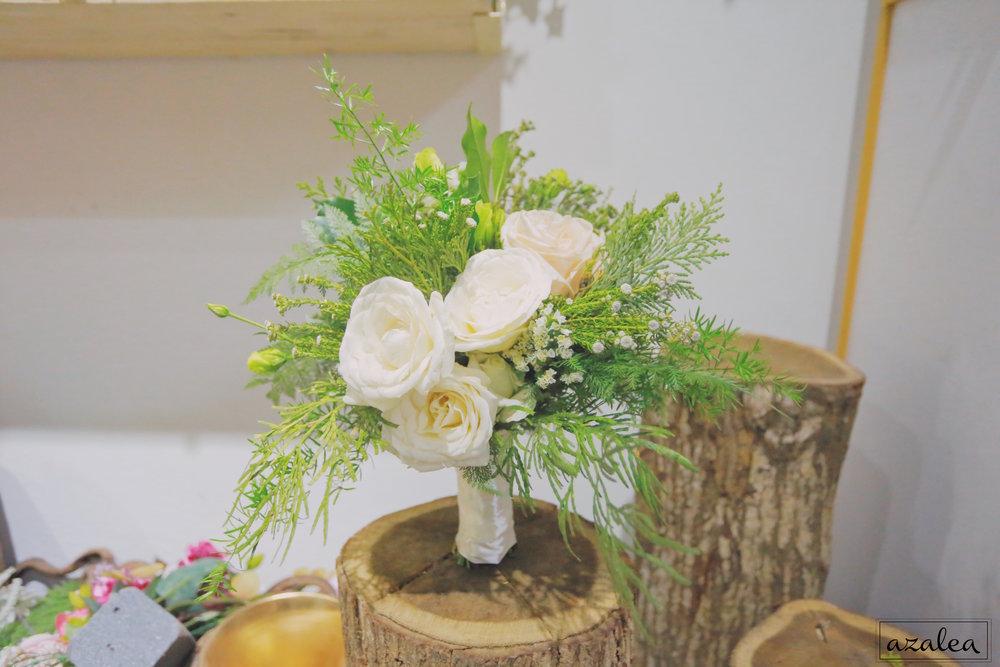 Trang trí tiệc cưới hoa cầm tay