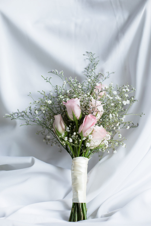 Trang trí hoa cầm tay cô dâu