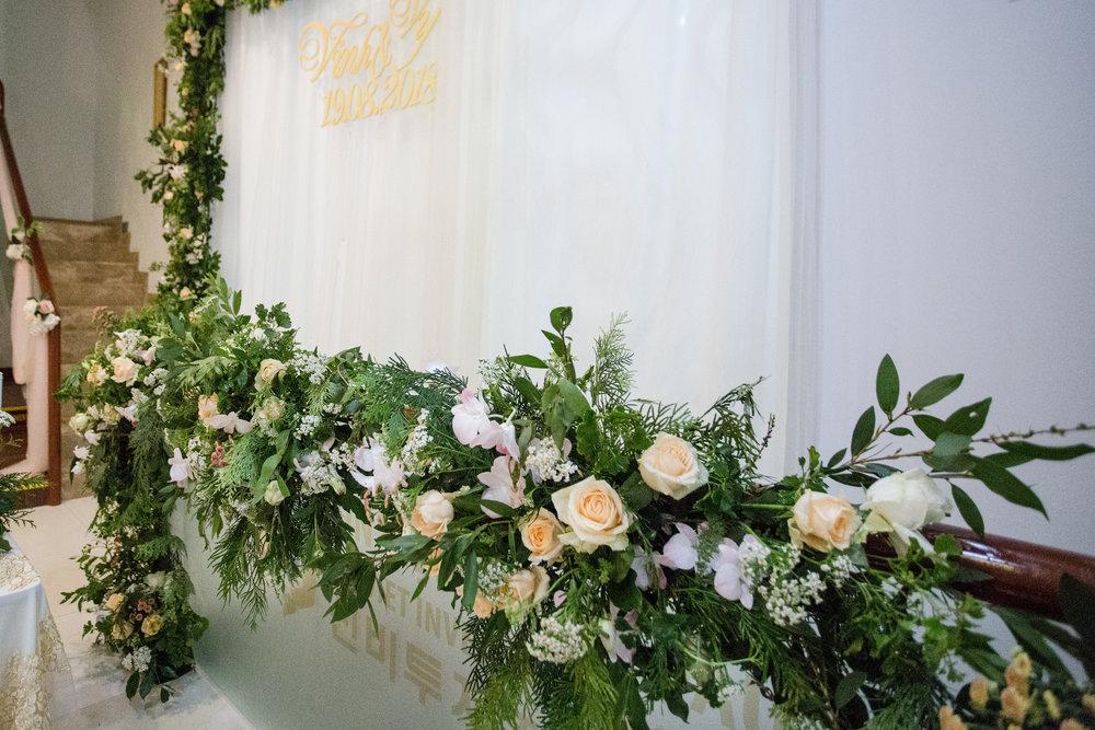 Trang trí cầu thang Lễ đính hôn