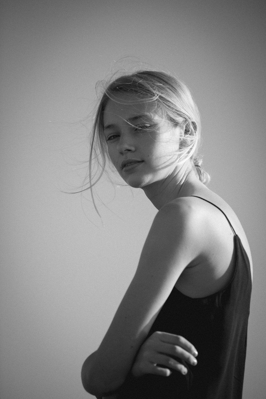 ella_bw-11.jpg