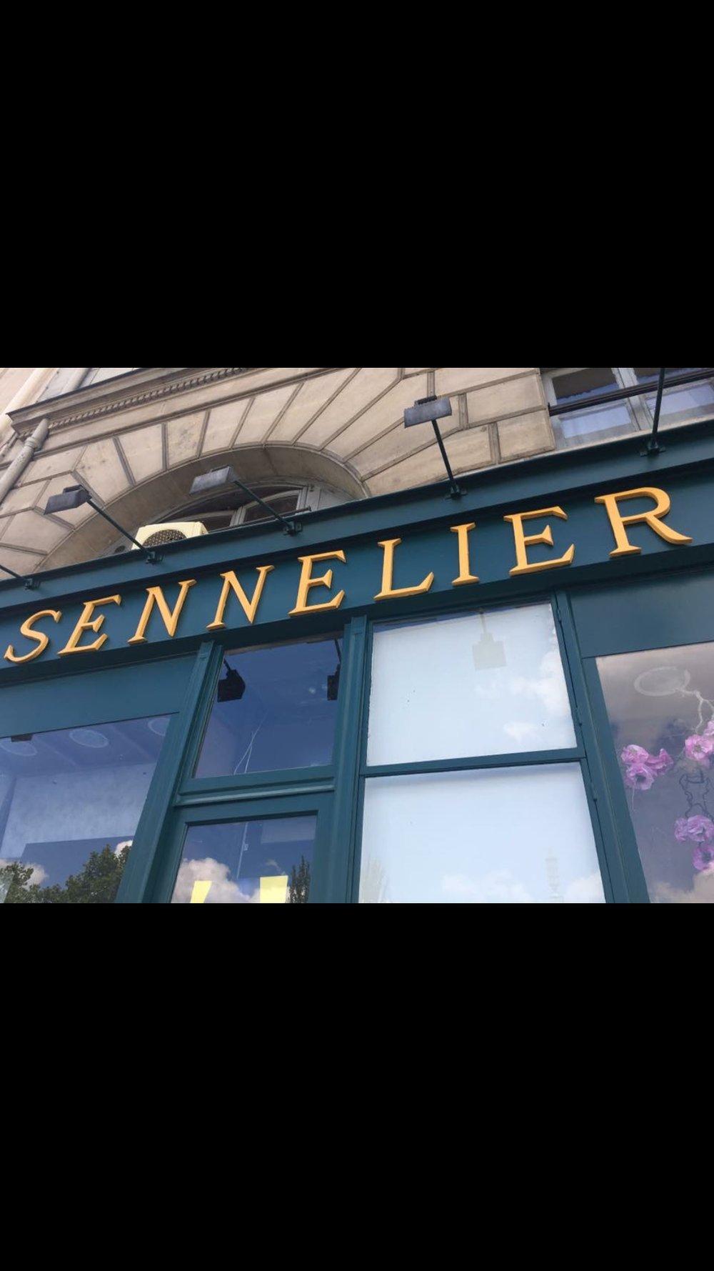 Paris Art store 1.png