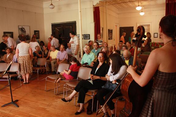 2011-AudienceHudsonOperaHouseLR.jpg