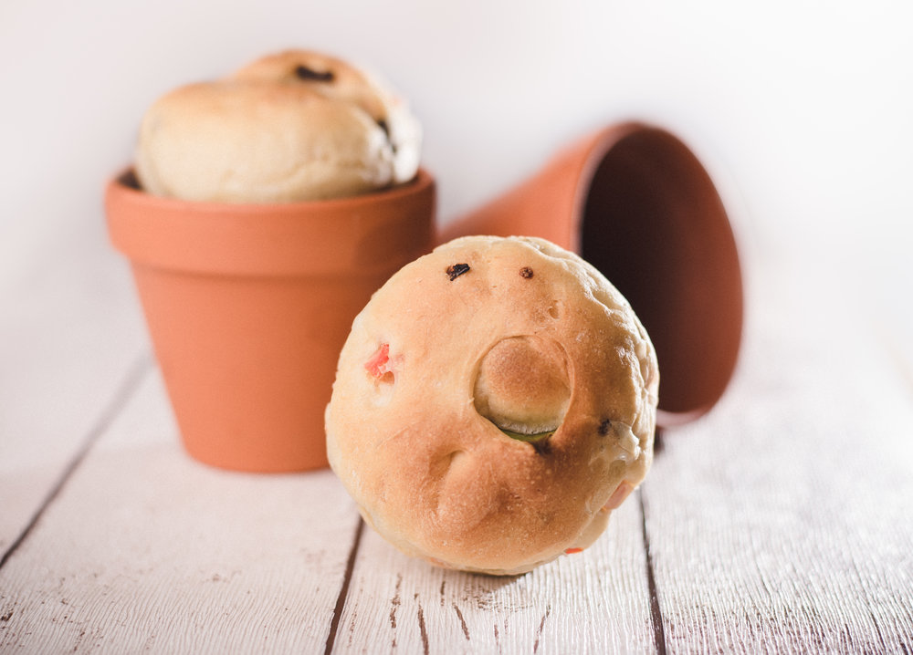 Pot bread, flavoured with a bayleaf or a mozzarella cheese centre.
