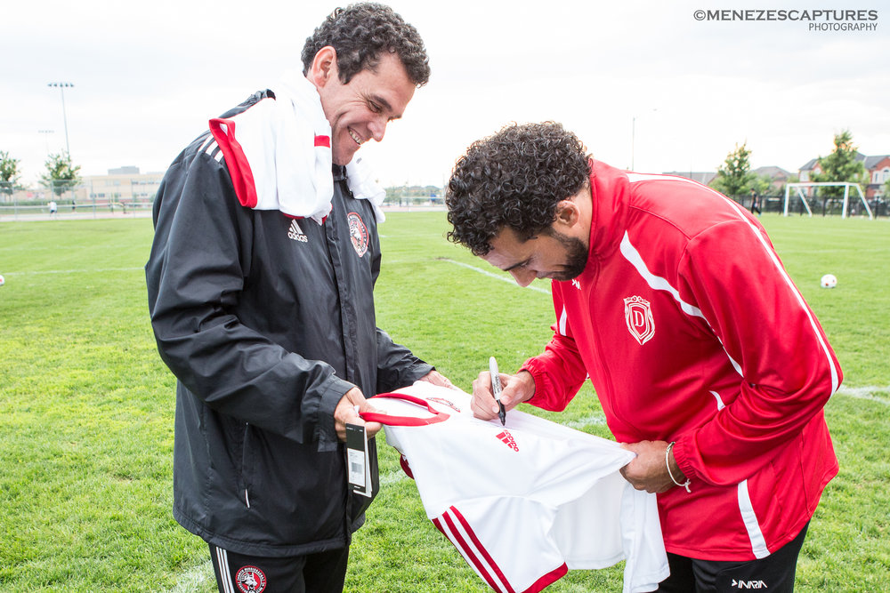 TFC football legend Dwayne De Nedro signs autographs at a NMSC training session (2016)