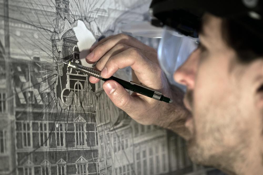 Købke arbejder på sit værk ' A Portrait ', der måler 160 x 120 cm