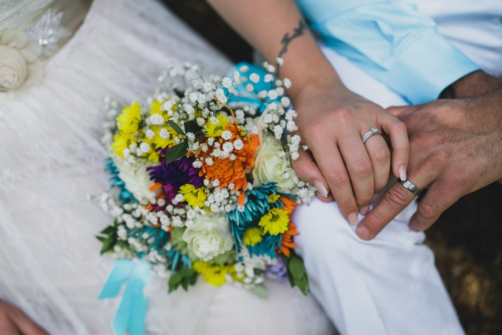 wedding-photography-heather-mountain-lodge-elopement-bouqet-flowers