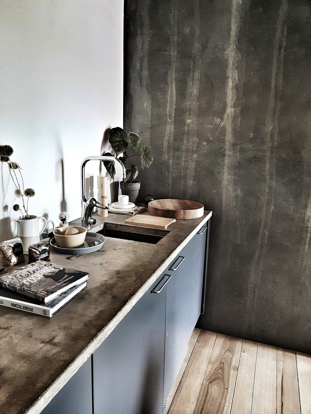 The kitchenette at the Ohboy had gorgeous concrete worktops