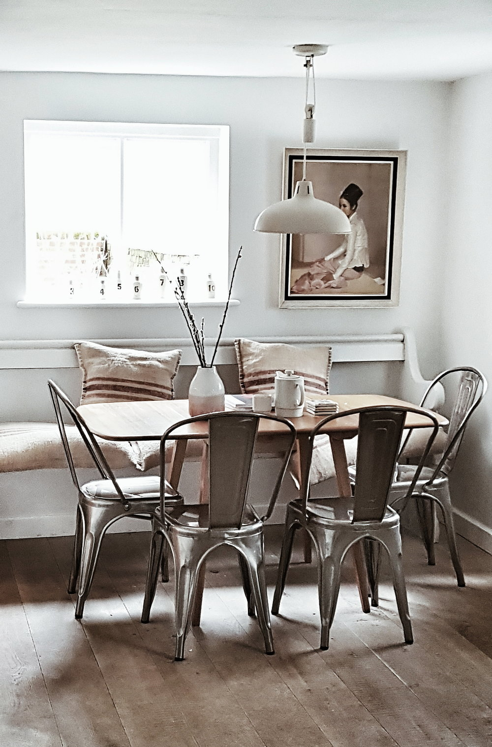 The dining table and chairs which comfortably seat 6-8 for large family breakfasts, lunches and dinners