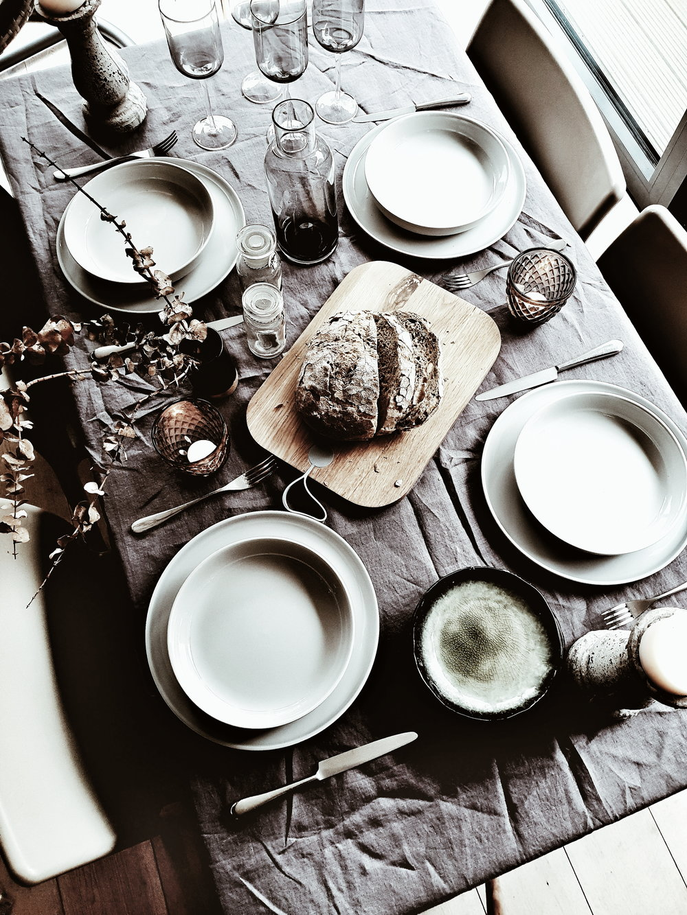 Tablescape set and ready to receive food! I love how the simple minimal scandi style of the tableware and glasses works against vintage items that I added to the table to create texture and warmth