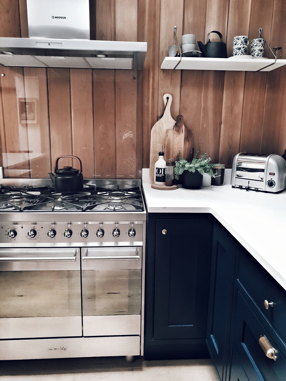 I love the modern rustic feel created by the timber cladding and the lovely earthy ceramics and kitchen accessories Maz has chosen