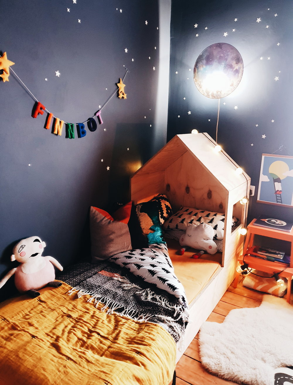 Age 37 I would still love to have a bed like this one. I absolutely love how Maz has decorated Finn's room with bright colours that never feel babyish
