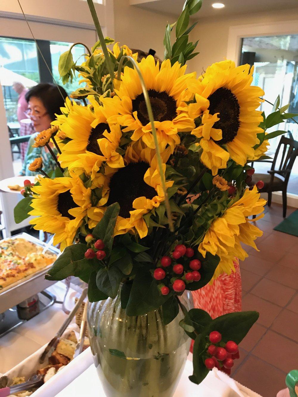 Vase w Sunflowers IMG_1069.jpg*.jpg