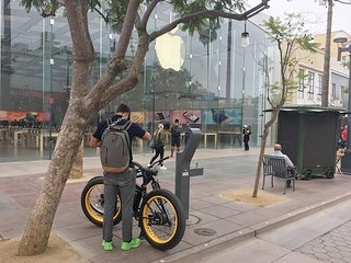 Sondors Electric Bik at Apple Store SM.jpeg