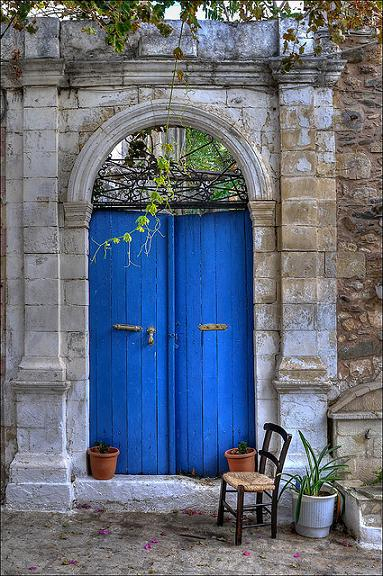 blue-door-by-romtomtom.jpg