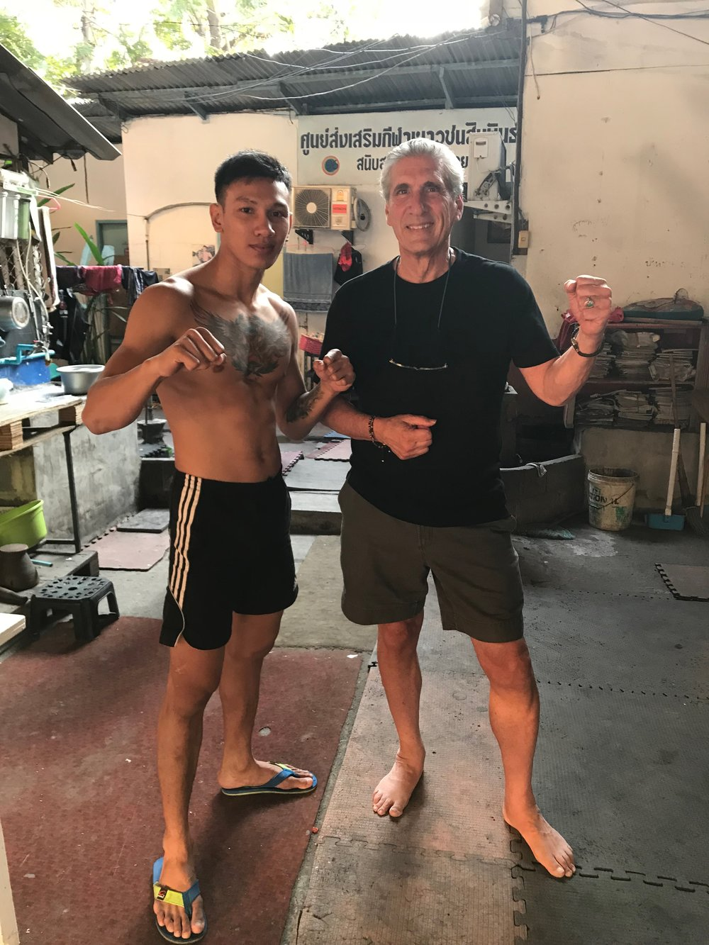 Dennis posing w young fighter.jpg*.jpg