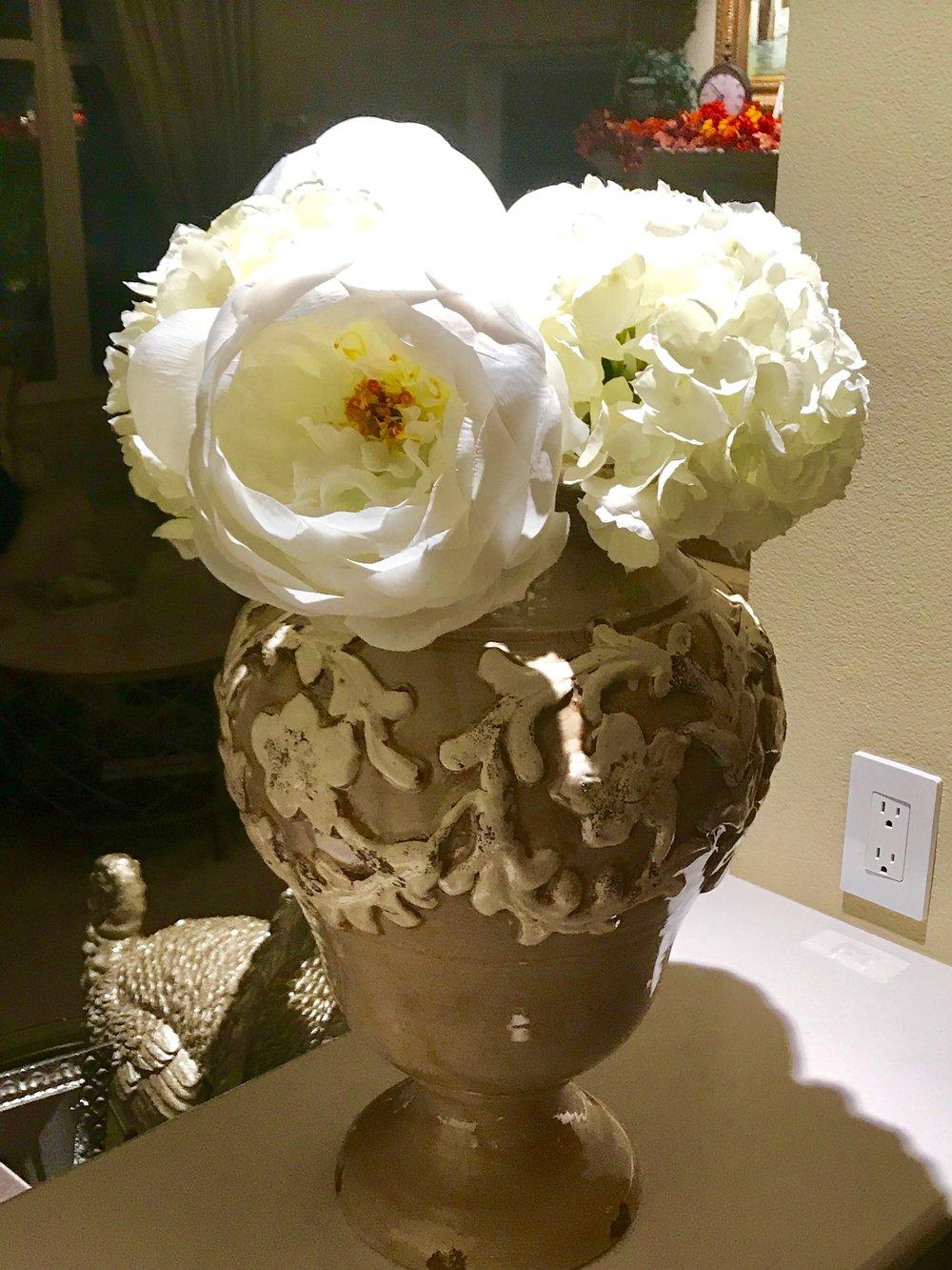 Vase w White Hydrangea.jpeg*.jpeg