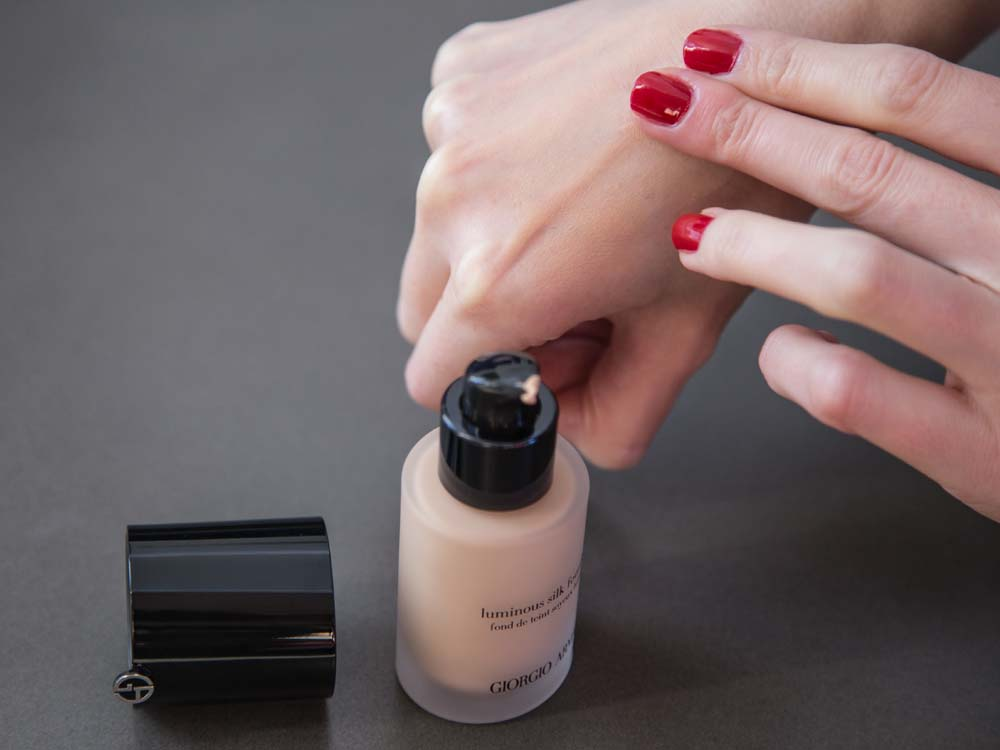 Giorgio Armani Luminous Silk Foundation SPF 20 5 Warm Beige Shade Was Perfect, Clung to Dry Patches