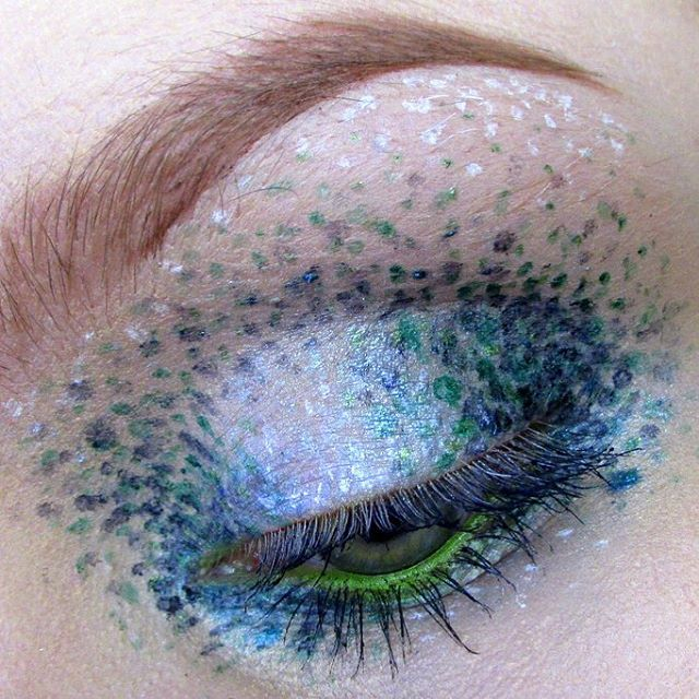 This is the latest makeup trend to hit Instagram. The pointillism makeup trend. It looks creative and difficult but really you don't need much technique. Would you rock this? www.settoglow.com.au . . . . . #makeup #makeuptrends #makeupaddict #makeupjunkie #makeupobsessed #mua #beautyblogger #lipstick #red #meccabeautyjunkie #makeupporn #eyemakeup #fortheloveofmakeup #sydneyblogger #designermakeup #sydneybeautyblogger #makeuphaul #inmykit #lancome #pamper #vscocam #instapics #muobsessed #beauty #beautybag #newblogpost #burgundylipstick #pointallism