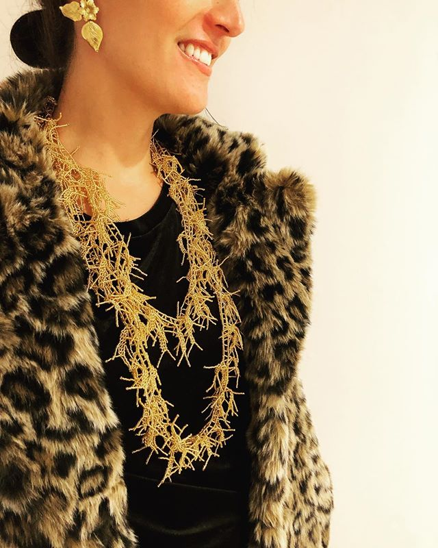 Beads + (faux) fur + @jenniferbehr = 💛💛💛
