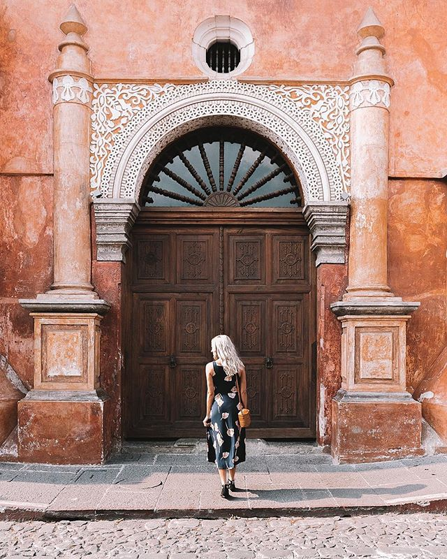 "When you knock and fearlessly go ALL IN toward the things that make you feel ALIVE, doors will open.🚪Spending a week alongside artisans and artists with @stela_9 in one of the most magical places in the world. Follow my Guatemala ""Highlight"" for daily life here in Antigua. #perhapsyouneedalittleguatemala  Photo: @britt_ellison"
