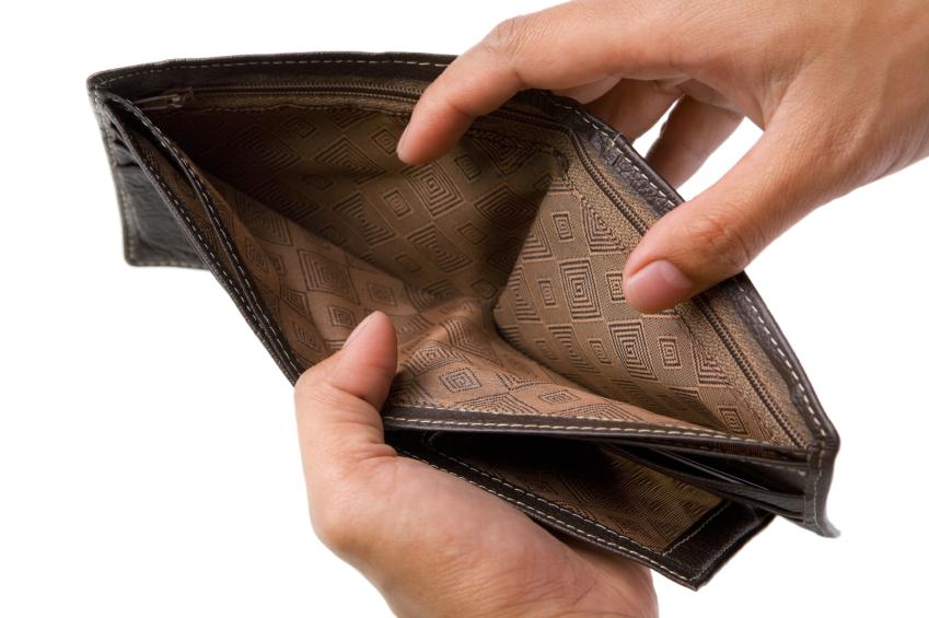 Cắm xe vì mở ví không đủ bình xăng!