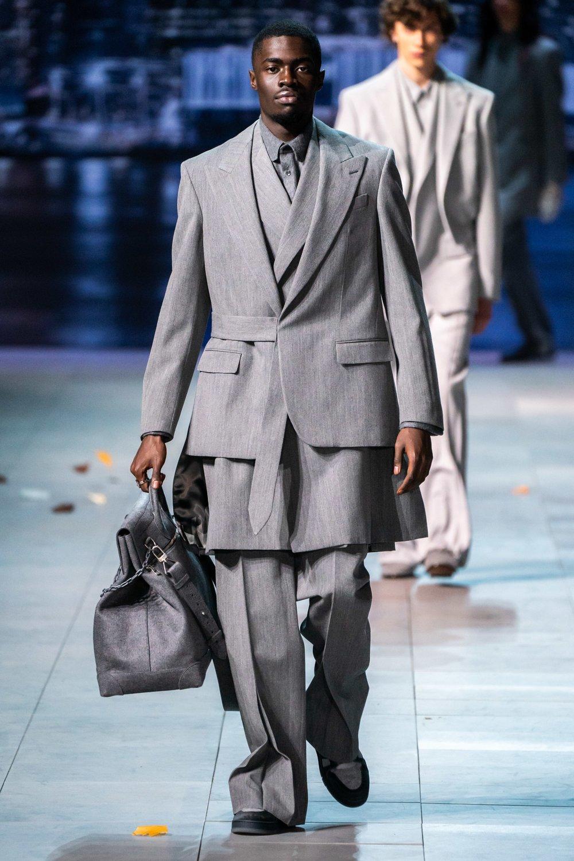 - Virgil Abloh的 Louis Vuitton秋冬19男裝系列。photo via Vogue Runway