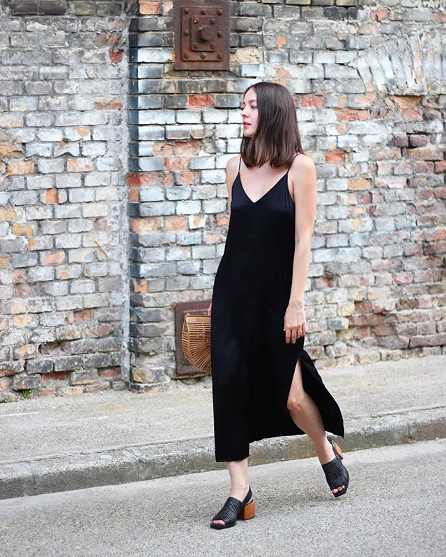 🌑There is a new post on the blog where I talk a bit about body image and why at first I wasn't comfortable wearing this dress! 🌑 #ootd #outfitoftheday /link in my bio/