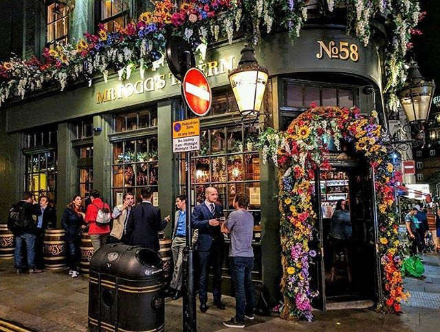 London is an amazing city to visit, even if it's just for a long layover! With an Easy Go Membership you will learn to travel the world in first class style, all compliments of points & miles. ⠀ #EasyGoTraveler #LearnToWander #London #Travel #Wander #Vacation #Trip #Bar #England #Destinations #Wander #Wanderlust #Traveller