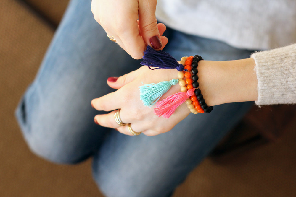 How-to-make-a-tassel-bracelet-diy2
