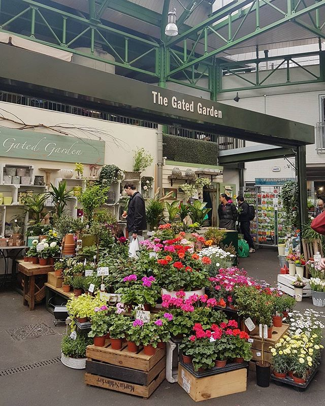 Starting the day right at the Borough Market 🏵🌸🌹 #london #boroughmarket #loveatfirstsight #thegatedgarden