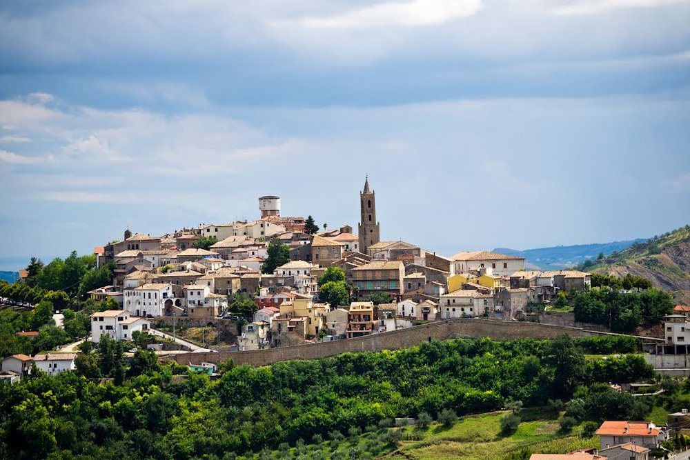The small town of Cellino Attanasio, 3km from the farmhouse