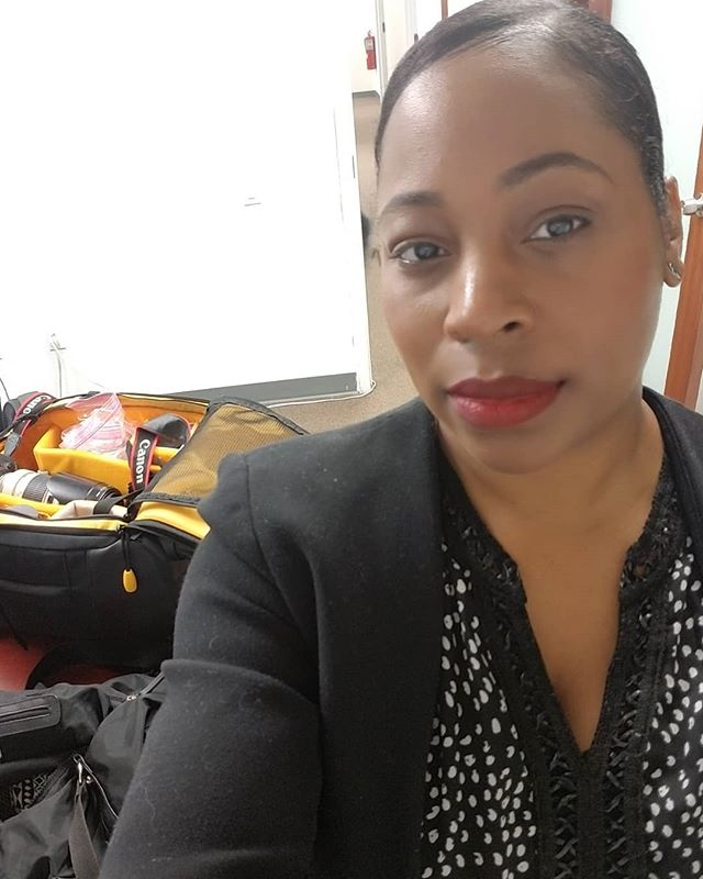 Quick selfie while I wait on my clients #werk #nycphotographer #brooklynphotographer #creativepreneur #corporatephotographer #smallbusinessphotographer #busywoman