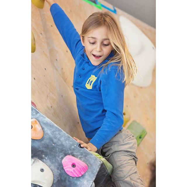 Shout out to our school clients who keep their student challenged academically AND physically. #wholechild - these nyc students have a #bouldering club.. super cool👌🏽 #photography #portrait #nycphotographer #brooklynphotographer #schoolphotography #canon #creativepreneur #mompreneur #instaphoto #nyckids #eventphotography