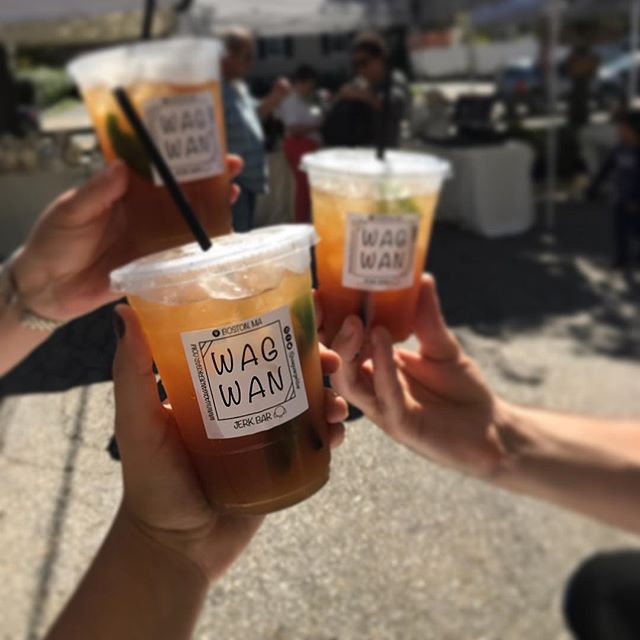 Cheers to the last pop-up of the season tomorrow at the Waltham Farmers Market! Grab yourself a Swank to celebrate with us. Swank = fizzy limeade with hand squeezed lime, mint, and just a touch of raw organic coconut sugar. Get ready to: 😗