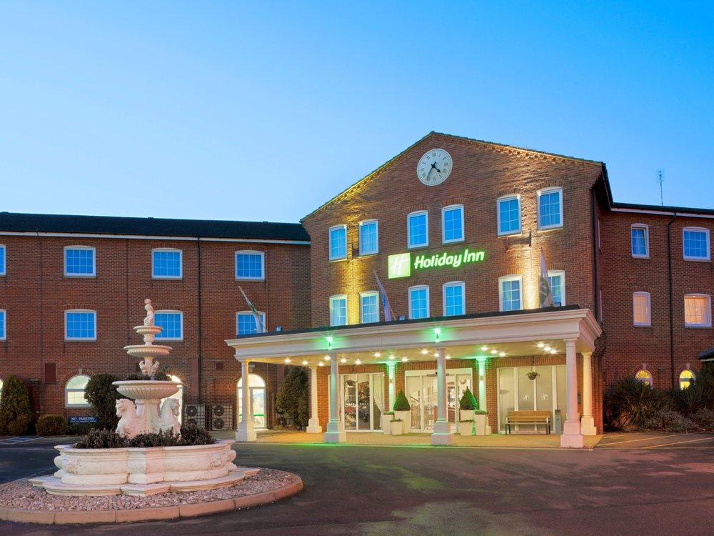 Holiday Inn, Magician Corby