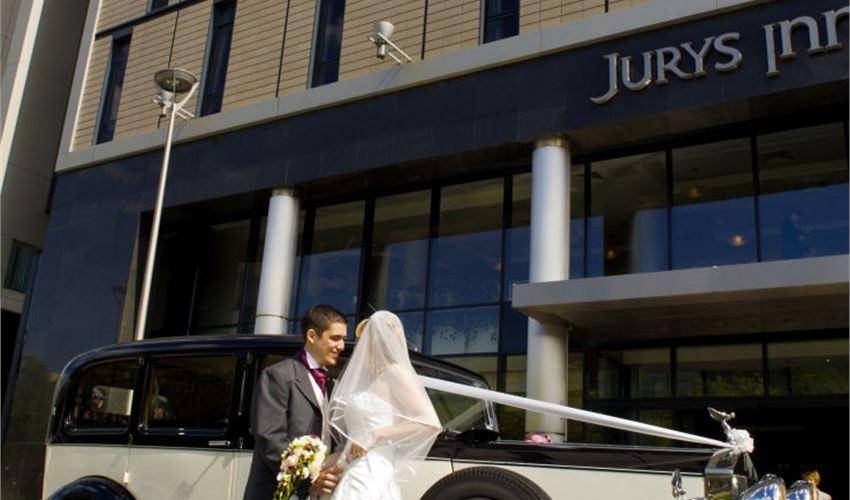 Jurys Inn - Milton Keynes Wedding Magician