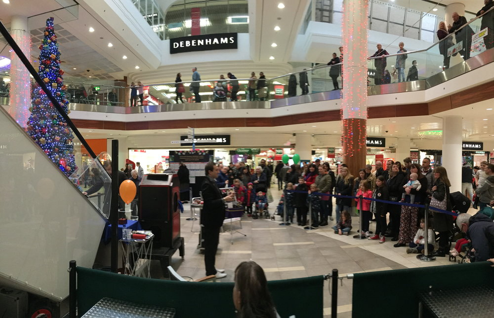 Attracting a crowd - Magician in Basildon