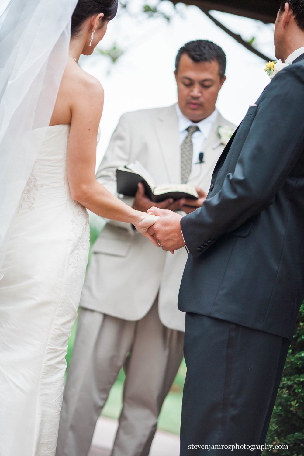 groom-bride-holding-hands-steven-jamroz-photography-0521.jpg