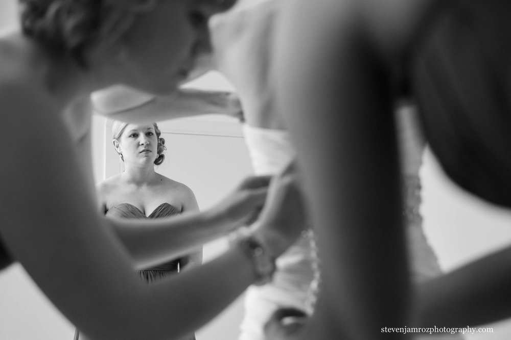bridesmaid-watches-bride-get-ready-raleigh-nc-steven-jamroz-photography-0049.jpg