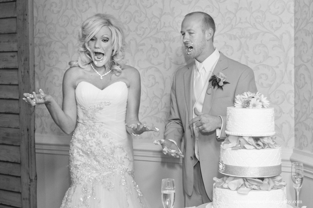 cake-in-face-bride-groom-raleigh-cc-steven-jamroz-photography-0170.jpg