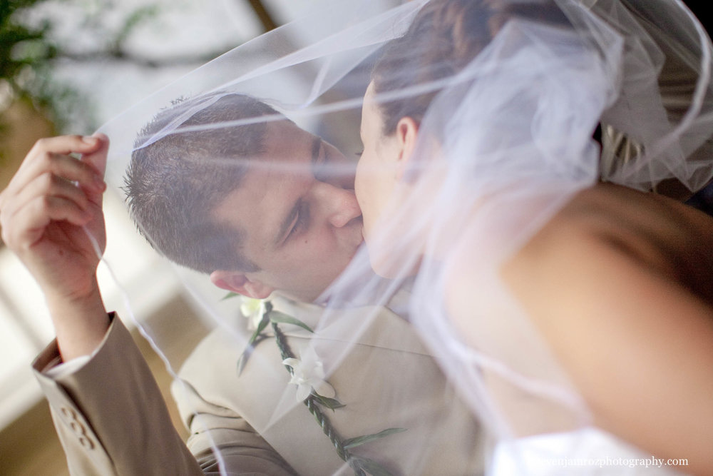 wedding-veil-kiss-raleigh-wedding-steven-jamroz-photography-0518.jpg