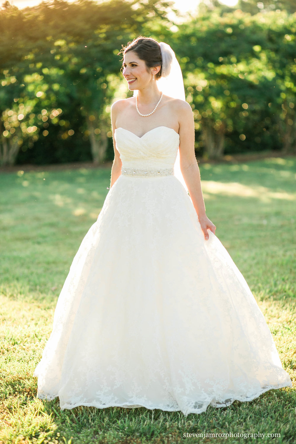 beautiful-bride-in-raleigh-hudson-manor-steven-jamroz-photography-0255.jpg