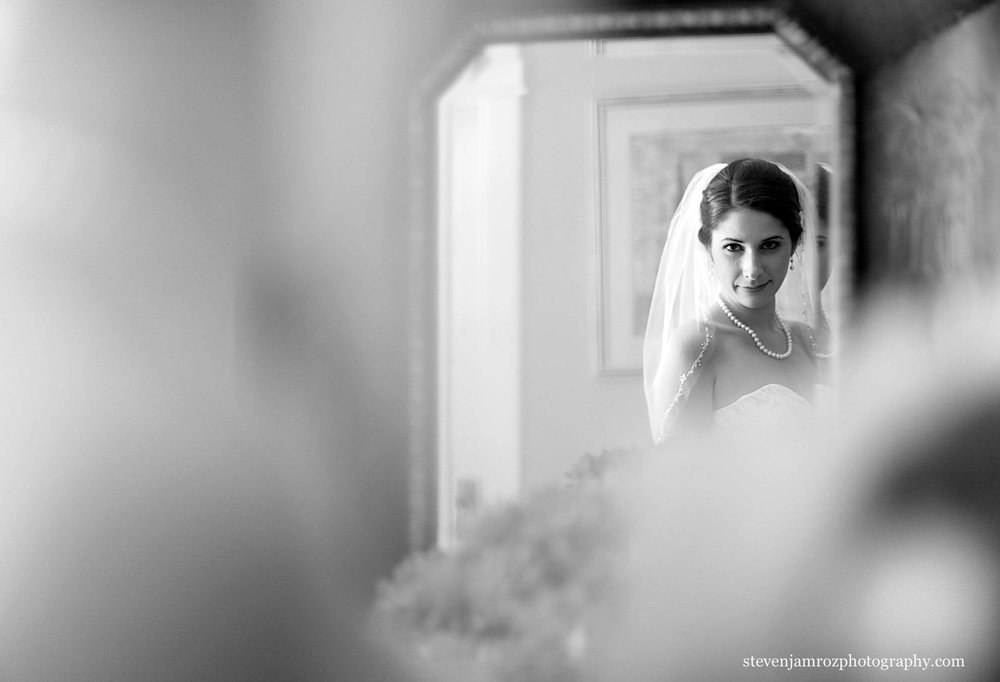 bride-in-mirror-wedding-hudson-manor-steven-jamroz-0703.jpg