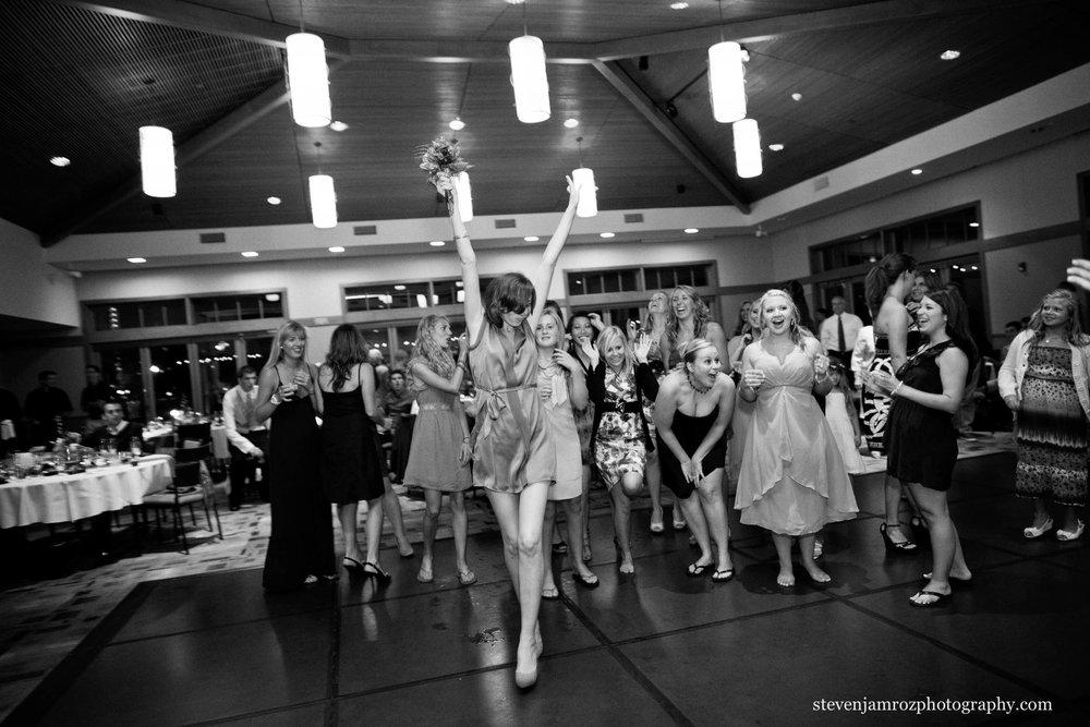 catch-wedding-bouquet-raleigh-photographer-steven-jamroz-0768.jpg