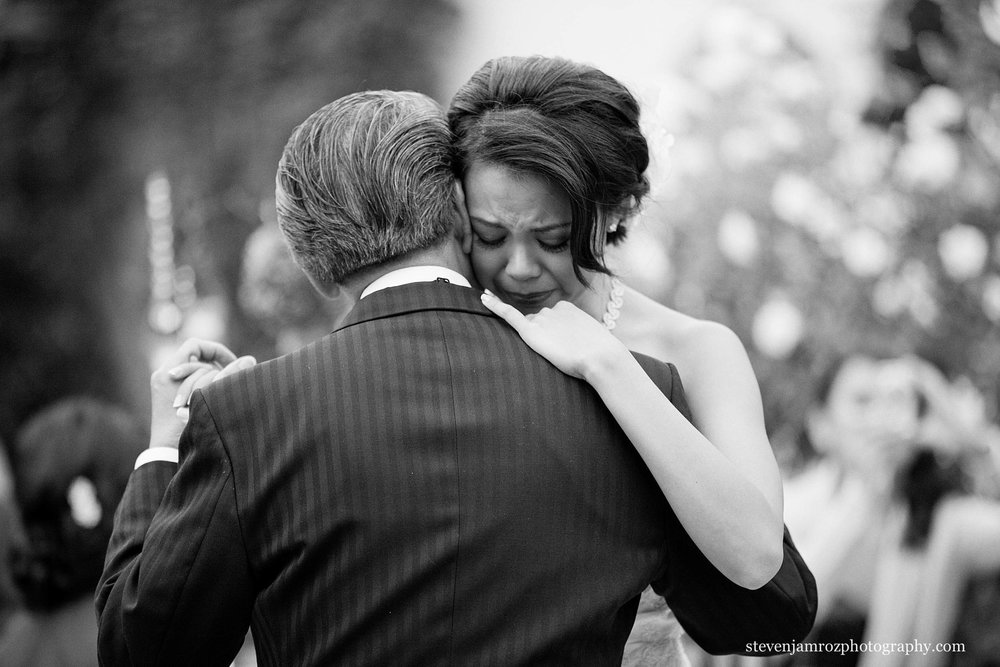 crying-bride-on-fathers-shoulder-first-dance-steven-jamroz-photography-0484.jpg