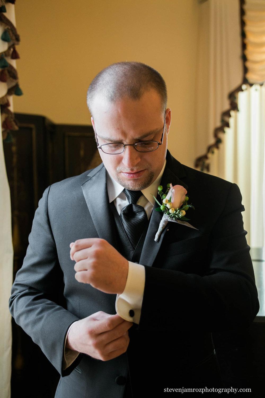 cufflinks-adjustment-groom-steven-jamroz-photography-0462.jpg